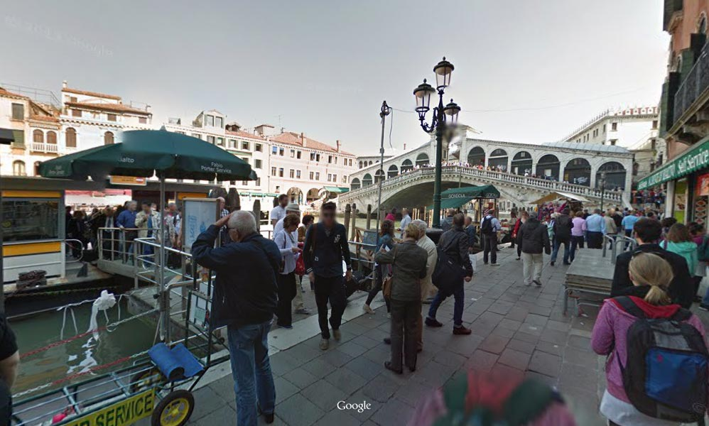 Once off the boat stop, continue towards the Rialto bridge and cross it and then down to the left on Fondamenta del Vin.